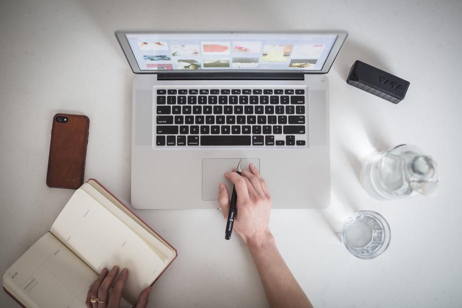 designer-working-on-laptop